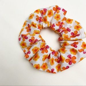 70's Vibe Floral Scrunchie